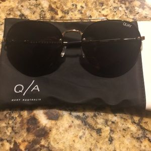 Quay Sunglasses with Case- Screw Missing